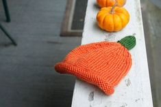 Knit pumpkin hat for baby (free pattern!)