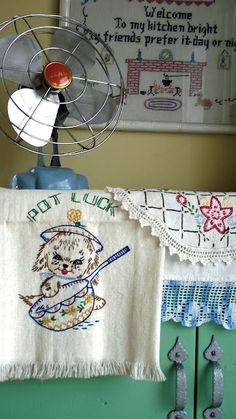 vintage fans, vintage dishes, tea towels, vintag linen, kitchen dishes, vintage display, dish towels, vintage embroidery, vintage linen