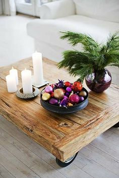 Ornaments in a bowl for Christmas! Image from ChicDecó. #laylagrayce #holiday
