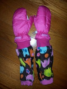 Can't keep mittens on your kid? Up-cycle an old pair of jammies and make mitten extenders by sewing the arm or pant leg around the cuff