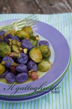 Gnocchetti di patate viola con cavoletti di Bruxelles, guanciale e pistacchi di Bronte