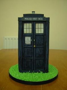 I may be obligated to make something like this for my roommate. (Dr. Who cake!)