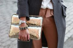 Hammered metal clutch