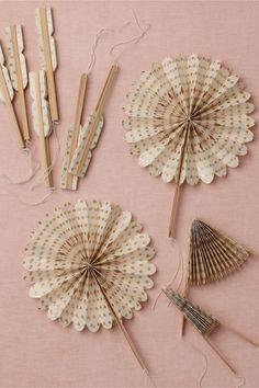 crinkl fan, fans, fan 10, paper, favor, wedding colors, decorations, summer weddings, outdoor weddings