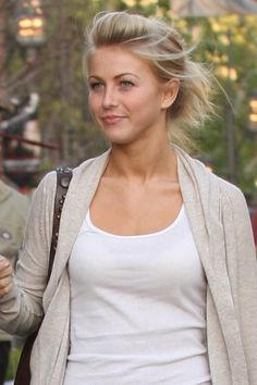 Julianne Hough.. natural beauty.