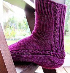 Decorative Heel Knit Socks: free pattern