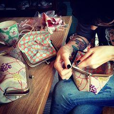 DIY clutch idea. diy bag, purs, clutch idea, stuff, sew project, diy clutch, sew mama sew, cherries, busi busi