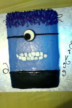 Purple minion cake! #cute