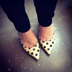 so classy! black skinny jeans and cute black and white pointy flats. I love these!