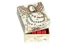 Box created by Tsumori Chisato for the 150º anniversary of Ladurée
