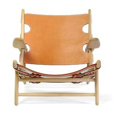 Børge Mogensen Hunting Chair | designed in 1950, frame is made of oak and seat and back are butt leather with adjustable straps | Danish Design Store