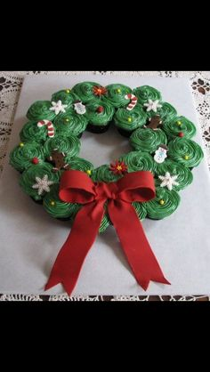 christmas wreaths, christmas parties, cupcak wreath, christmas holidays, cupcake cakes, christmas trees, christmas cupcakes, christma cupcak, diy christmas