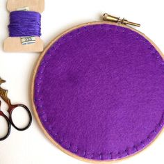How to Finish + Frame Embroidery (Summer Nights Stitch-Along Part Three) | Sew Mama Sew |
