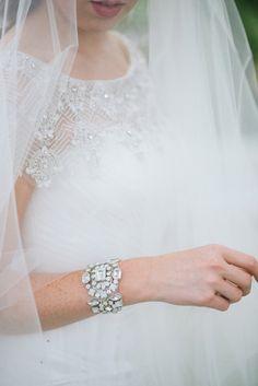 wedding veil and jewelry, photo by Jordan Weiland http://ruffledblog.com/opulent-florida-wedding-inspiration #bridal #weddingaccessories