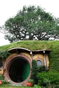 In A Hobbit Hole Hobbit Hole Hobbit Lifestyl Futur Hobbit Hobbit Hous