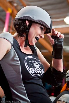 V.Lee of the Los Angeles Derby Dolls.  Photo by Axle Adams