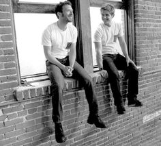 aww ... some boys of 'Bones' ... Jack Hodgins (T.J. Thyne) and Wendell Bray (Michael Grant Terry)