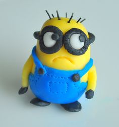 Despicable Me Birthday Cake: How to Make A Minion!!