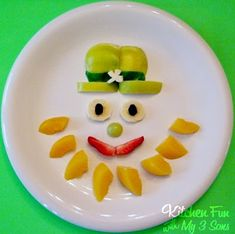 St. Patrick's Day Breakfast and Leprechaun Fruit Snack - By Craft Gossip