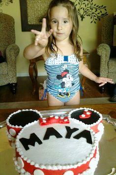Minnie mouse cake! Cute!