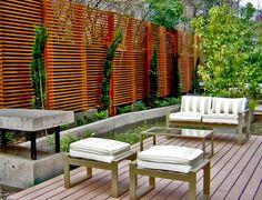 Cortavistas en terraza de madera con piso deck