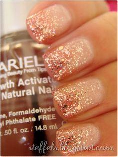 gradient gold, gold champagn, natural nails, nail polish, glitter nails, sparkle nails, gradient nails, peach glitter nail, new years eve