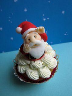 Amazing! Santa Claus Cupcake for Christmas