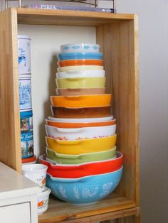 Lovely stack of Pyrex bowls