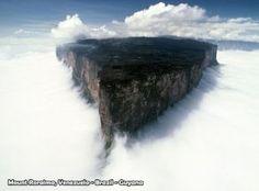 El monte Roraima rodeado de niebla - Venezuela - impresionante foto - paisaje (Source: fotoespanol)