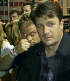 Alan Tudyk photobombing Nathan Fillion