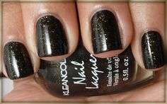 http://www.flickr.com/photos/nailsandnoms/5952950802/ #nailpolish #nails