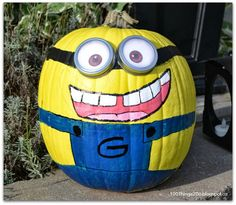 It's time to get your Carve-On! Painting pumpkins.  Minion pumpkin. DIY Minion.