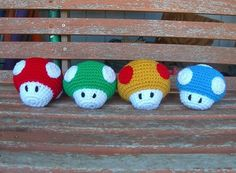 Free Mario mushroom crochet pattern at amigurumipatterns.net    I think I might have to make these first