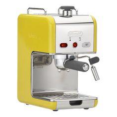 Spring-colored DeLonghi kMix Pump Espresso Maker from Crate & Barrel. Add it to your registry and link & sync   Quero mais que tudo!!!!!