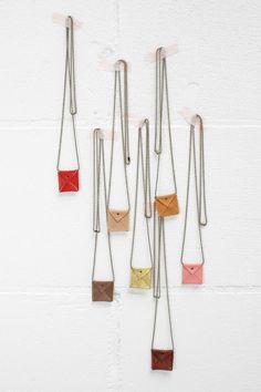 #musthave Jeebags - necklace TUS - ballchainketting met leren tasje - goud | Kettingen | Hart&8