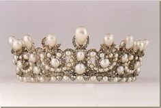 Tiara confeccionada por Lemonier en 1853 para Eugenia de Montijo, Adquirida en 1890 por el Principe Albrech von Thurn-und-Taxis para su boda con la Archiduquesa Margarita de Austria