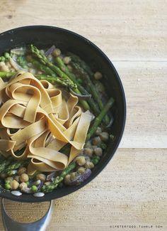 asparagus & chickpea pasta via vegan hispter food