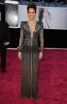 Halle Berry in Versace at 2013 Oscars