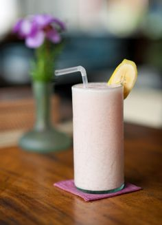 Banana Strawberry Shakeology Ingredients: 1 cup water 1 scoop Vanilla Shakeology ½ cup fresh or frozen strawberries ¼ medium banana, cut into chunks ½ cup ice More recipes at clickyourpick.net