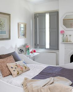 Great juxtaposition of pale blue & lavender, a few warm neutrals and hot pink accents (Pippa Jameson, London)