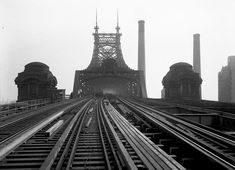 The Queensboro Bridge, showing reconstruction of tracks looking east, on November 22, 1929. (Eugene de Salignac/Courtesy NYC Municipal Archives)
