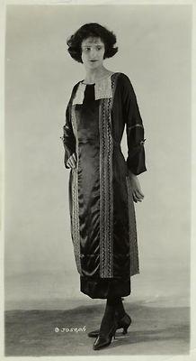 Women's fashions, 1921