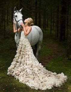 horse dress, wedding dressses, princess, bridal idea, the dress