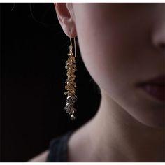 WHITE bIRD | Sia Taylor gold earrings.