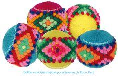 Bolitas navideñas y bordadas por artesanos de Puno, Perú!
