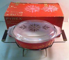 Promo Pyrex 045 Golden Poinsettias 2-1/2 Qt Deluxe Buffet Server w/ Warmer & Box