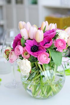 Key to arranging flowers in a circular vase Witt a fairly small opening. Using A LOT of stems, Flower Fresh, Bouquet, Flower Arrang, Spring Flower, Fresh Flowers, Bubbl Blog, Garden, Daili Bubbl, Cut Flowers