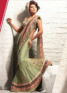 Saree - India's traditional clothing in modern fashion