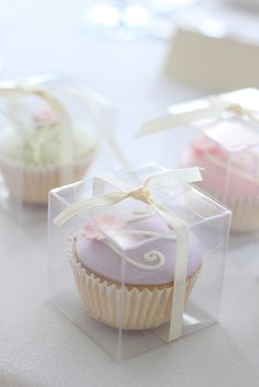 Love the packaging.....cupcake bonbonniere by hello naomi, via Flickr
