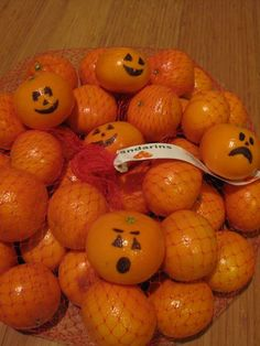Draw jack-o-lantern faces on mandarin oranges for a school party. Great way to avoid candy:) Such a cute idea!